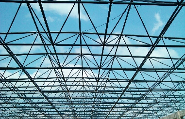 What are the advantages of steel space frame structure compared to plane structure engineering?